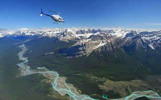 "Let helikoptérou ""Explore the Rockies"""